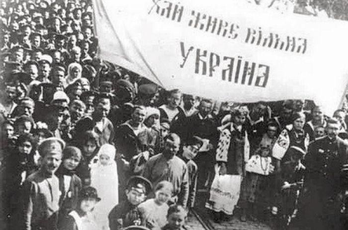 """Круглий стіл """"Нас єднає прапор України: Історична єдність поколінь"""""""