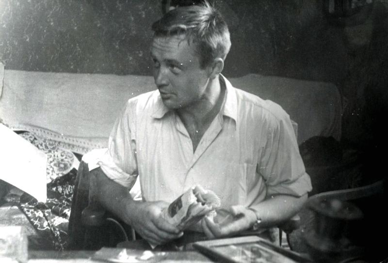 У будинку Михайла Грушевського